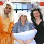 Aufführung des Märchens Frau Holle im Altenpflegeheim Grimma