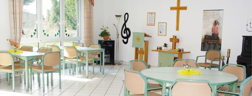 Speisesaal Altenpflegeheim Colditz mit Kreuz und Altar