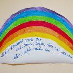 gemalter Regenbogen mit Gebet